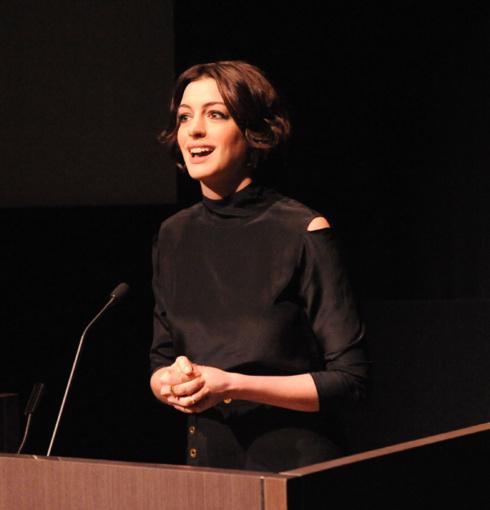Anne Hathaway In Skinny Eternity Diamond Rings