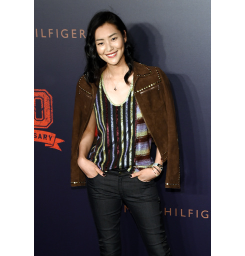 Liu Wen wears rose gold Alphabet pendants and Fiji friendship bracelet